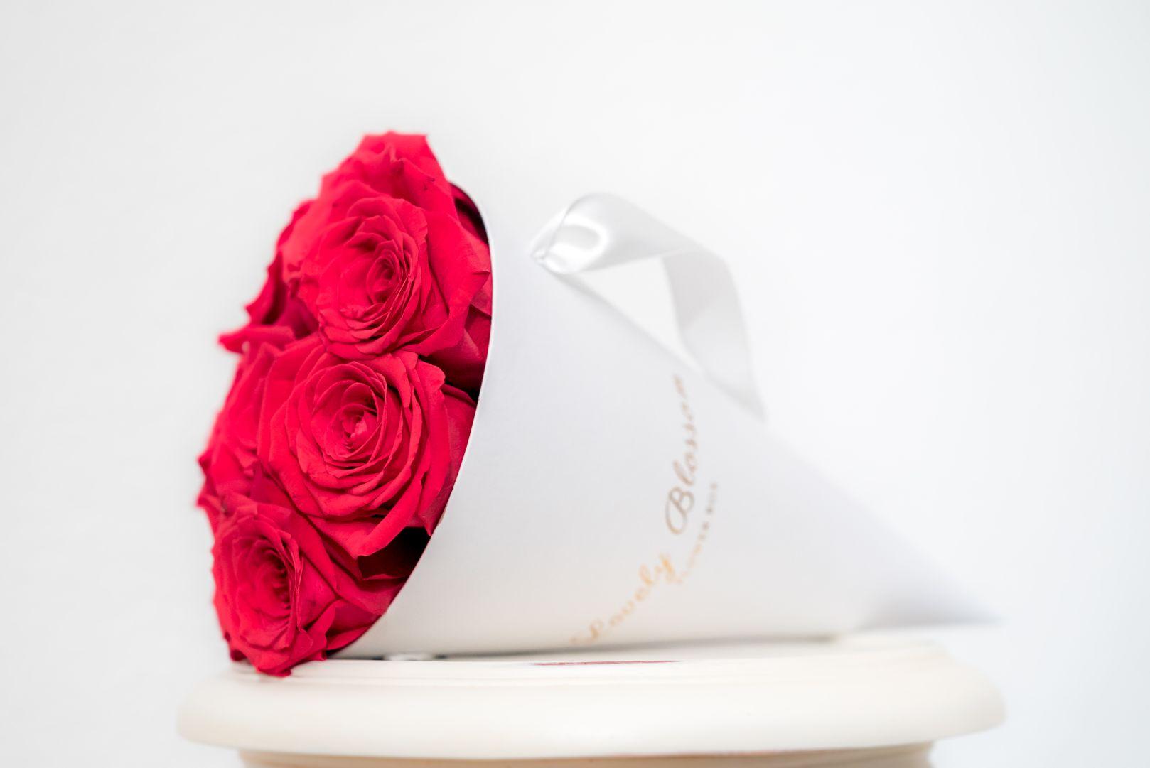 crvene-ruze-bijela-stozac-kutija